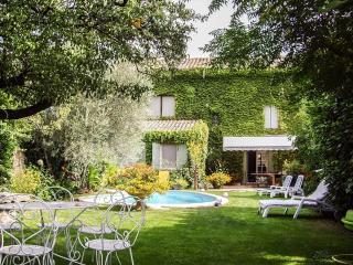 Interior Designed 18th century village house - Pernes-les-Fontaines vacation rentals