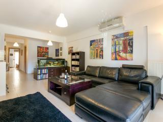 Perfect 2 bedroom Condo in Kalamaria with Internet Access - Kalamaria vacation rentals