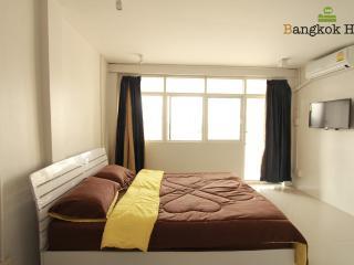 Cozy room with river view in BANGKOK - Bangkok vacation rentals