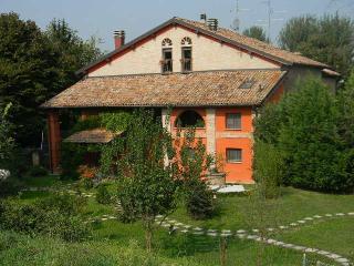 casa del glicine - Modena vacation rentals