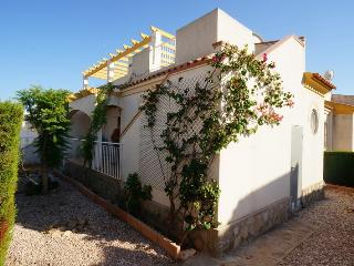 2 bed house with solarium and garden - Torrevieja vacation rentals