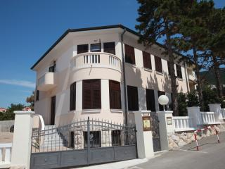 3 ANGELS Room 3 - Baska vacation rentals