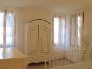 Central and elegant 4 beds apartment - Venice vacation rentals
