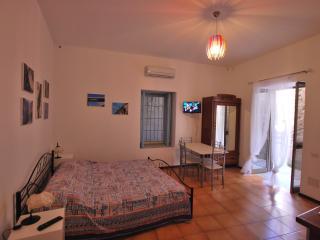 Studio premier pomice Canneto beach Lipari Eolie - Canneto di Lipari vacation rentals