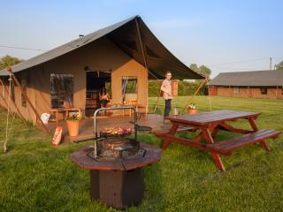 Beautiful 3 bedroom Beccles Tented camp with Balcony - Beccles vacation rentals