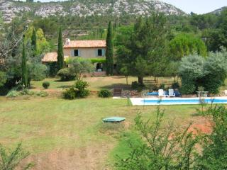 Nice House with Internet Access and A/C - Beaurecueil vacation rentals