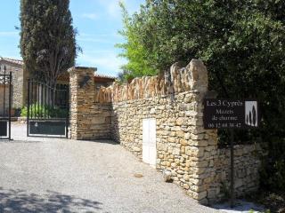 LES 3 CYPRES' - Charming Mazets - Venasque vacation rentals