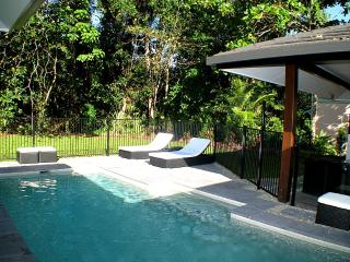 3 bedroom House with Shared Outdoor Pool in Mission Beach - Mission Beach vacation rentals