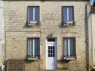 Nice Gite with Garage and Parking - Bar Sur Aube vacation rentals