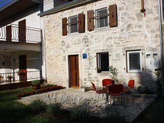 Charming 2 bedroom House in Krsan with Towels Provided - Krsan vacation rentals