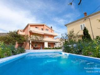 APARTMENT MARINO WITH PRIVATE POOL 6+2 - Podstrana vacation rentals
