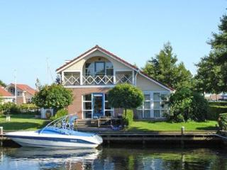 Bungalow 2, waterfront, wheelchair OK, launch boat - Workum vacation rentals