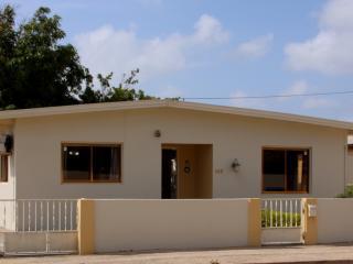 Vacation Home (Downtown ) Seroe Blanco 49H 2BD - Oranjestad vacation rentals