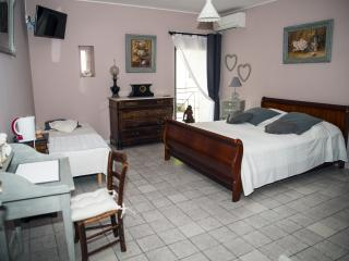 Le Clos des Aramons   Guy de Maupassant - Aubord vacation rentals