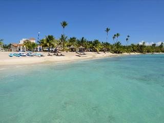 Cozy 2 bedroom Bayahibe Apartment with A/C - Bayahibe vacation rentals