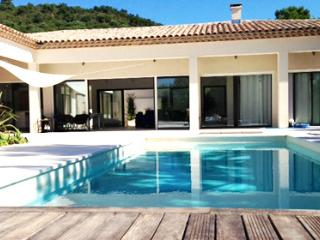 Vernay 36868 luxurious new built villa with annex for 8 people, 8 x 4 pool - Grimaud vacation rentals