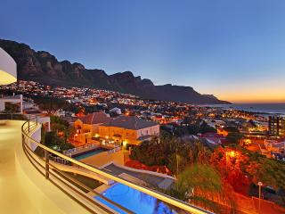 Strathmore Delight: walk to beach position... - Camps Bay vacation rentals