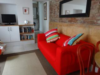 Lower Deck - Ground Floor Apartment in Central St Ives - Sleeps 4 - Saint Ives vacation rentals