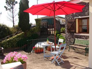 CASINHA DO AMPARO, a quiet  cottage by a Levada. - Ponta do Pargo vacation rentals