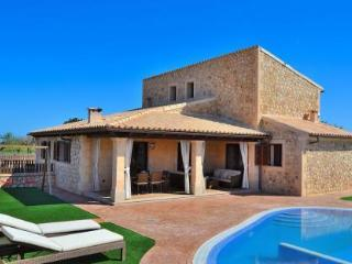 065 Fantastic mordern Mallorcan finca with pool - Buger vacation rentals