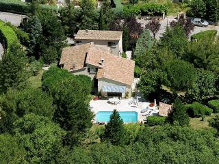 CERESTE THE HEART OF LUBERON VILLA TERRACE GARDEN - Cereste vacation rentals