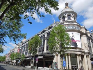 Enjoy the 2 balconies of this Elegant Top Floor Studio for 2 - Paris vacation rentals