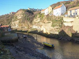 BELLEBECK, close to the coast, WiFi, character cottage in Staithes, Ref. 920277 - Staithes vacation rentals