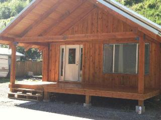 Cozy House with Internet Access and Television - Avery vacation rentals