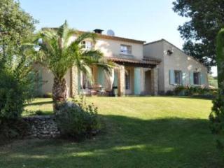 Maison avec jardin & grande piscine - Saint-Quentin-la-Poterie vacation rentals