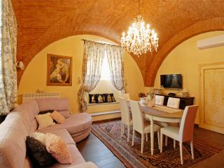 Appartamento San Lorenzo Ariento Medici Chapels - Florence vacation rentals