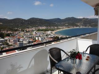 Sunny 1 bedroom Condo in Nea Iraklitsa with Internet Access - Nea Iraklitsa vacation rentals