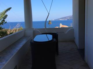 Trivano con terrazzo sul mare 8 posti letto - Santa Marina Salina vacation rentals