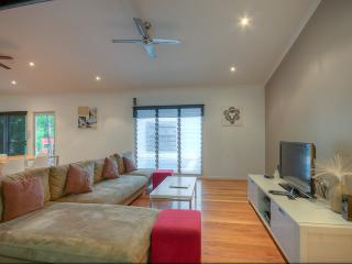 4 bedroom House with Dishwasher in Rainbow Beach - Rainbow Beach vacation rentals