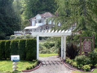 Nice Cottage with Deck and Internet Access - Gig Harbor vacation rentals