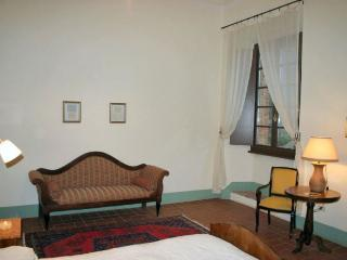 Cozy Condo with Shared Outdoor Pool and Parking - Rapolano Terme vacation rentals