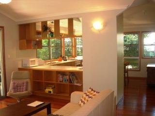 Gorgeous 2 bedroom Rainbow Beach House with Dishwasher - Rainbow Beach vacation rentals
