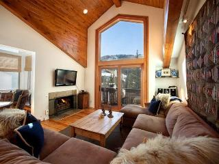 Enjoy this delightful 2 bedroom condo next to Vail Village, with fantastic views of Vail Mountain. - Vail vacation rentals