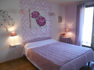 Le Mas des Chardons- Chambre Rose - Caussols vacation rentals