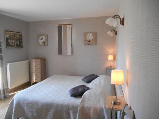 Le Mas des Chardons Chambre Beige - Caussols vacation rentals