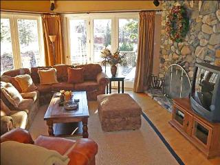 Warm and Comfortable Ranch Style Home - Overlooks the Creek (1083) - Ketchum vacation rentals