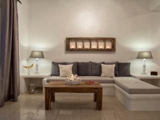 MORFES HOUSE SUITABLE FOR 4 - Firostefani vacation rentals
