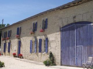 Typical Charentaise farmhouse with private heated pool (5 bedroom, 3 bathroom) - Saint Germain de Vibrac vacation rentals