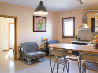 Charming 1 bedroom Ponte Galeria Apartment with Internet Access - Ponte Galeria vacation rentals
