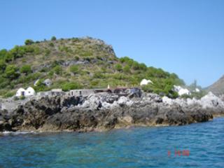 AL BORGO VACANZE B&B - CAMERA VERDE - Tortora Marina vacation rentals