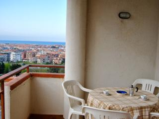 WI-FI! 2bedroom/2balcony! Seaview - Scalea vacation rentals