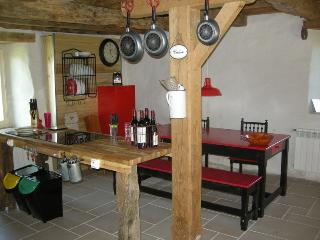 Nice Gite with Internet Access and Hot Tub - Verfeil vacation rentals