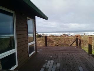 3 bedroom House with Deck in Cape Meares - Cape Meares vacation rentals