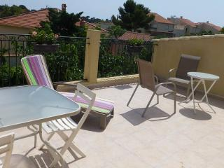 Bright Apartment with Dishwasher and A/C in Toulon - Toulon vacation rentals