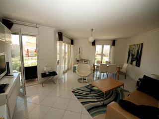 Juan Les Pins 3 Bedroom Apt, Close to the beach - Juan-les-Pins vacation rentals