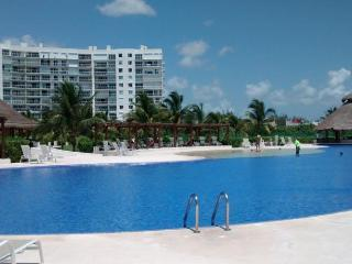 Beautiful 1 bedroom Apartment in Playa Mujeres with Internet Access - Playa Mujeres vacation rentals